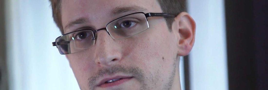 Edward Snowden, ex-agente do serviço secreto dos Estados Unidos (CIA) que revelou o monitoramento de telefonemas e uso da internet no país