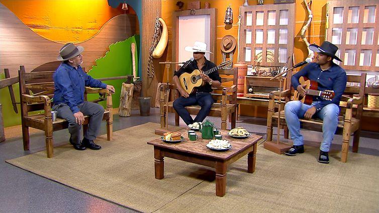 Luiz Rocha tem  um dedo de prosa com os mineiros Augusto Silva & Fernando no Brasil Caipira