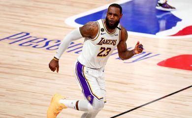 LeBron James em partida do LA Lakers