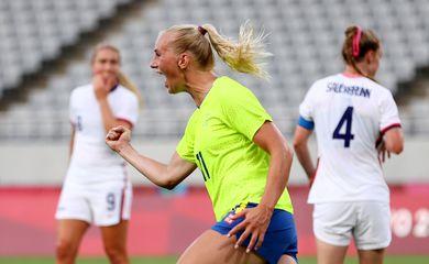 Stina Blackstenius comemora gol marcado na vitória da Suécia sobre os Estados Unidos na Olimpíada de Tóquio 2020