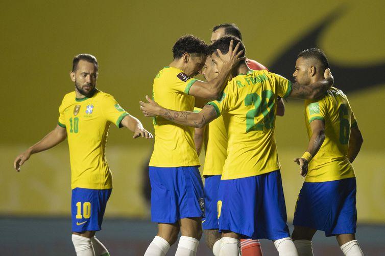 Brasil comemora gol contra a Venezuela