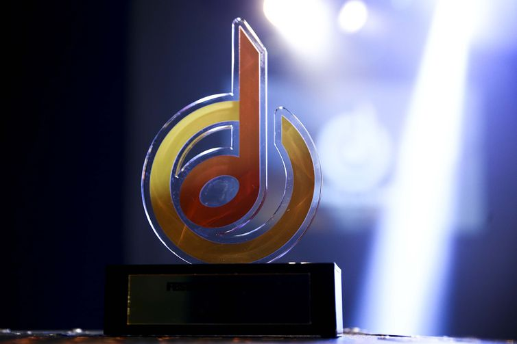 Troféu do Festival de Música Nacional FM.