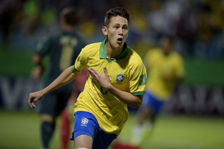 Brasil e Itália se enfrentam por uma vaga nas semifinais do Mundial  no Estádio Olímpico, em Goiânia