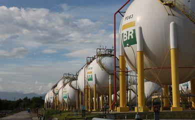 20/03/2012-Esferas de armazenamento de Gás Liquefeito de Petróleo (GLP) da Refinaria Duque de Caxias - REDUC