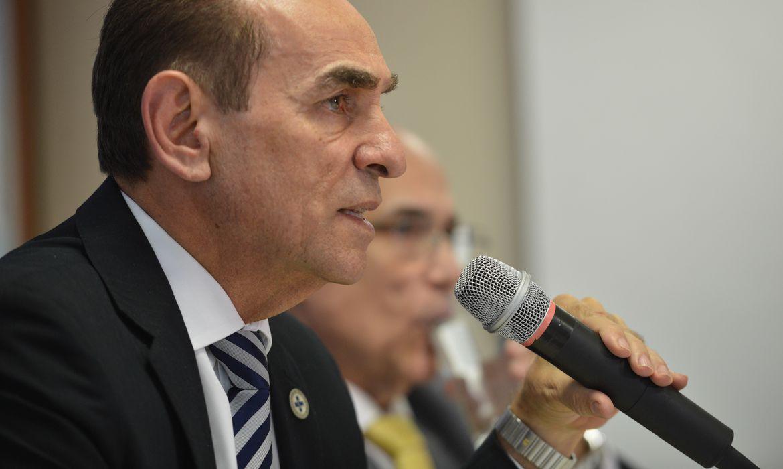 Brasília - O ministro da Saúde, Marcelo Castro, fala sobre investigação de um caso suspeito de ebola em Belo Horizonte e casos de microcefalia identificados em alguns estados da região Nordeste (José Cruz/Agência Brasil)