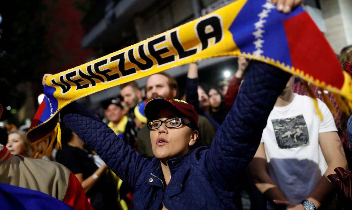 A woman holds a scarf as she gathers in support of Venezuela's opposition leader Juan Guaido outside the Embassy of Venezuela in Mexico City, Mexico January 23, 2019. REUTERS/Edgard Garrido