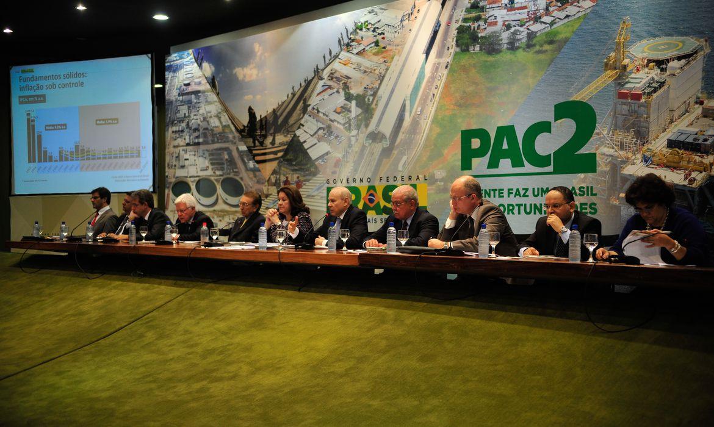 Brasília - Ministros da área econômica do governo anunciam os resultados do balanço de três anos do Programa de Aceleração do Crescimento (PAC 2) (Marcelo Camargo/Agência Brasil)