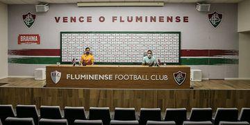 Lateral do Fluminense vê favoritismo do Flamengo, mas pede respeito