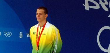 César Cielo recebe medalha nas Olimpíadas de Pequim