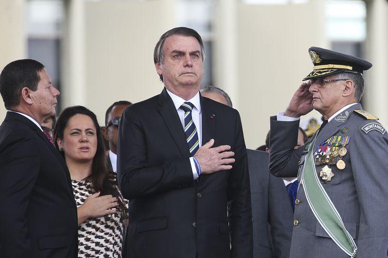Presidente da República, Jair Bolsonaro, durante cerimônia comemorativa do Dia do Exército, com a Imposição da Ordem do Mérito Militar e da Medalha do Exército Brasileiro.