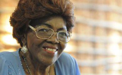 Símbolo de resistência, pioneira Dona Ivona Lara é homenageada pela Ordem do Mérito Cultural