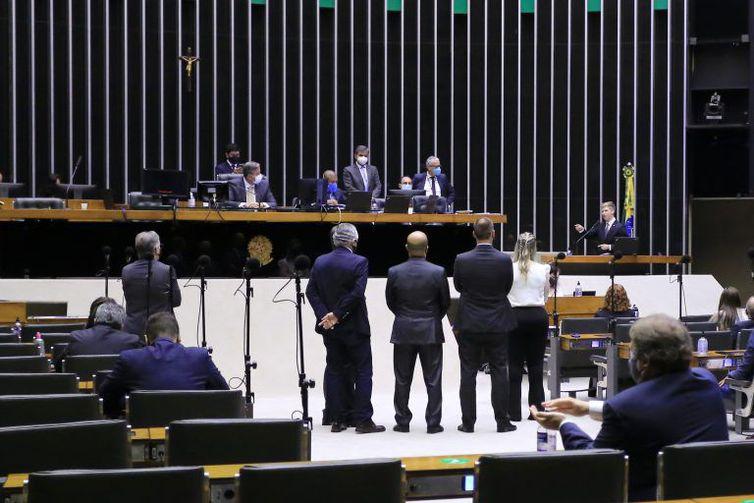 Parlamentares pró e contra a prisão de Daniel Silveira discursam no Plenário