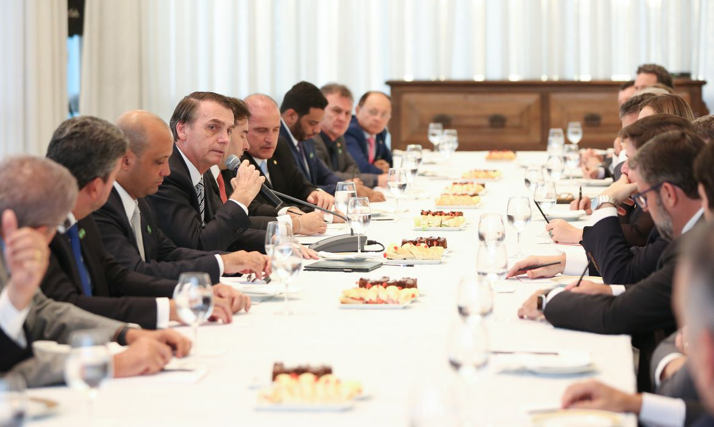 O presidente Jair Bolsonaro se reúne com lideranças partidárias da Câmara dos Deputados, no Palácio da Alvorada.