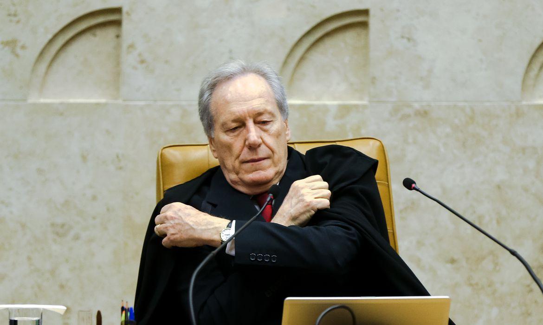 Brasília - Presidente do Supremo Tribunal Federal, Ricardo Lewandowski, em sessão para julgar liminar de afastamento de Eduardo Cunha da presidência da Câmara  (Marcelo Camargo/Agência Brasil)