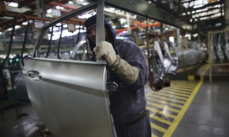 Linha de produção em fábrica da Ford em São Bernardo do Campo (SP)