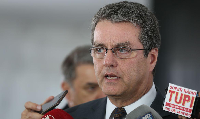 Brasília - O diretor-geral da Organização Mundial do Comércio (OMC), Roberto Azevêdo, fala à imprensa após encontro com o presidente interino Michel Temer, no Palácio do Planalto (Valter Campanato/Agência Brasil)
