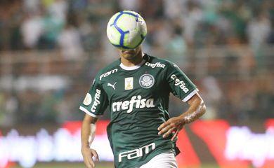 Soccer Football - Brasileiro Championship - Palmeiras v Corinthians - Pacaembu Stadium, Sao Paulo, Brazil - November 9, 2019   Palmeiras' Gustavo Scarpa in action   REUTERS/Rahel Patrasso