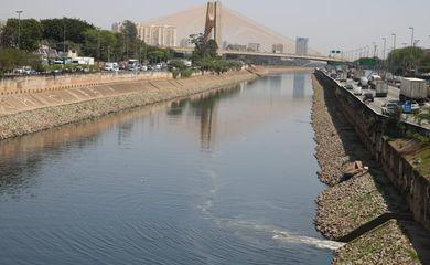 Hoje é celebrado o Dia do Rio Tietê, curso d'agua que atravessa praticamente todo o estado de São Paulo, de leste a oeste. A data, no entanto, não é de comemoração em todo o curso do rio, uma vez que trechos dele estão poluídos.