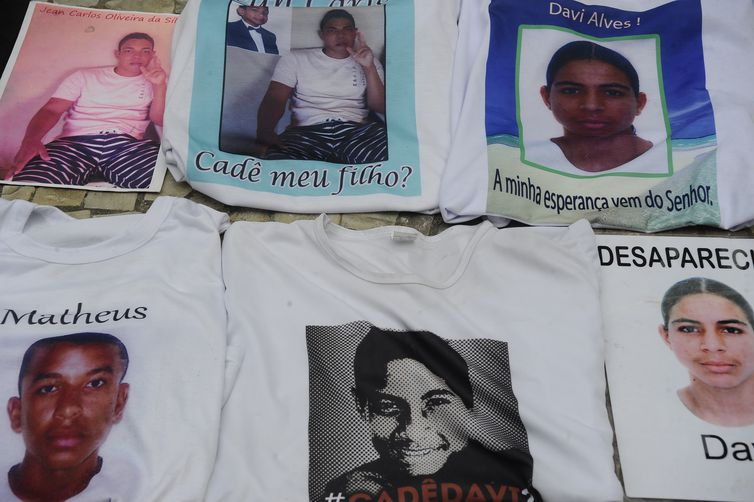 Mães e pais denunciam à Anistia Internacional uma série de crimes de assassinato, sequestro e desaparecimento de jovens negros em Salvador e outras cidades no Estado da Bahia (Fernando Frazão/Agência Brasil)