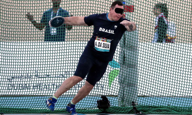 13.11.19 - Dubai, Emirados Arabes Unidos - Mundial de Atletismo - ALESSANDRO RODRIGO DA SILVA, ouro no Arremesso de Disco T11. Foto: Ale Cabral/CPB.