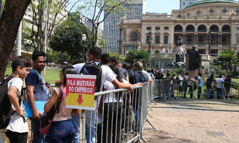 O sindicato dos comerciários de São Paulo promove mutirão do emprego.