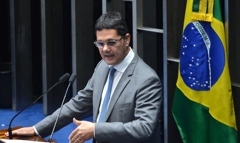 Brasília - O senador Ricardo Ferraço fala durante sessão plenária para decidir sobre a admissibilidade do processo de impeachment da presidenta Dilma Rousseff (Antonio Cruz/Agência Brasil)