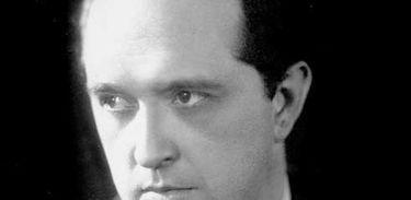 """Oduvaldo Vianna, dramaturgo, diretor e autor retratado no episódio """"As disputas pelo público"""", de Luciana Valle, pelos 85 anos da Rádio Nacional"""