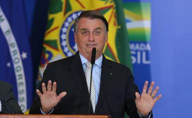 Presidente Jair Bolsonaro discursa após cerimônia de posse do Ministro de Estado da Cidadania, Joao Roma, e do Ministro de Estado Chefe da Secretaria-Geral da Presidência da República, Onix Lorenzoni e sanção da Lei da Autonomia do Banco Central