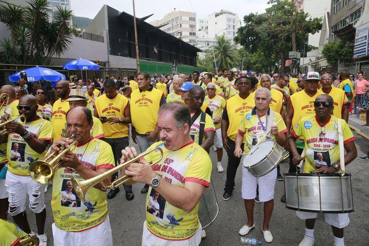 Concentração para o desfile do bloco Banda de Ipanema.