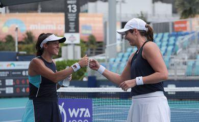 Stefani e Carter - classificadas às semifinais do Masters 1000 de Miami - em 30/03/2021