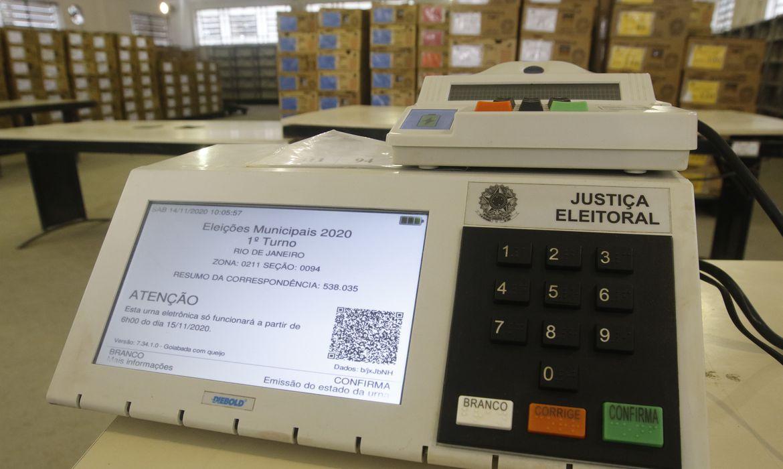 Distribuição das urnas eletrônicas para os locais de votação no Rio de Janeiro