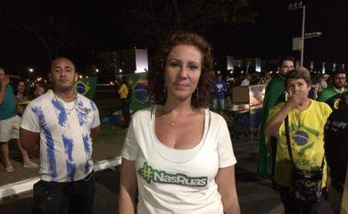 Brasília - A ativista Carla Zambelli, do movimento Nas Ruas, diz que até 40 mil pessoas são esperadas neste domingo na Esplanada