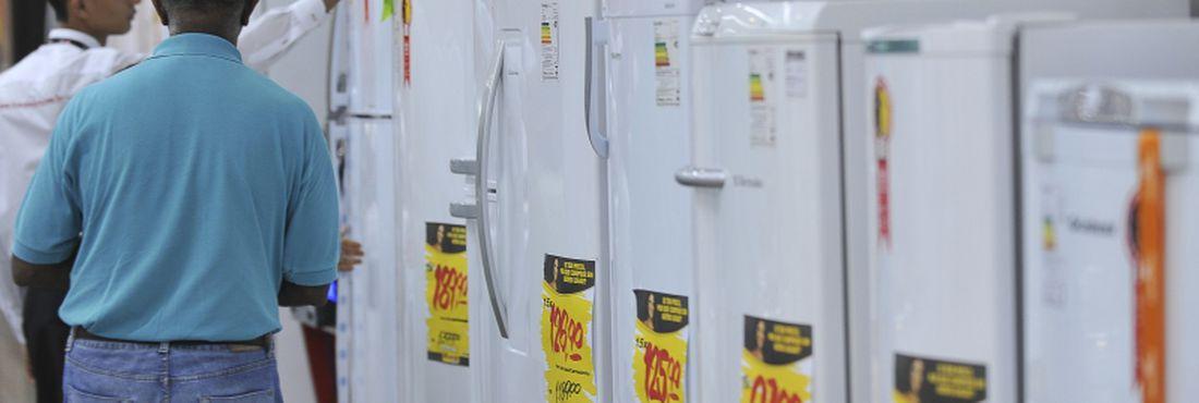 Consumidor pesquisa preço de eletrodomésticos após a redução do Imposto sobre Produtos Industrializados (IPI)