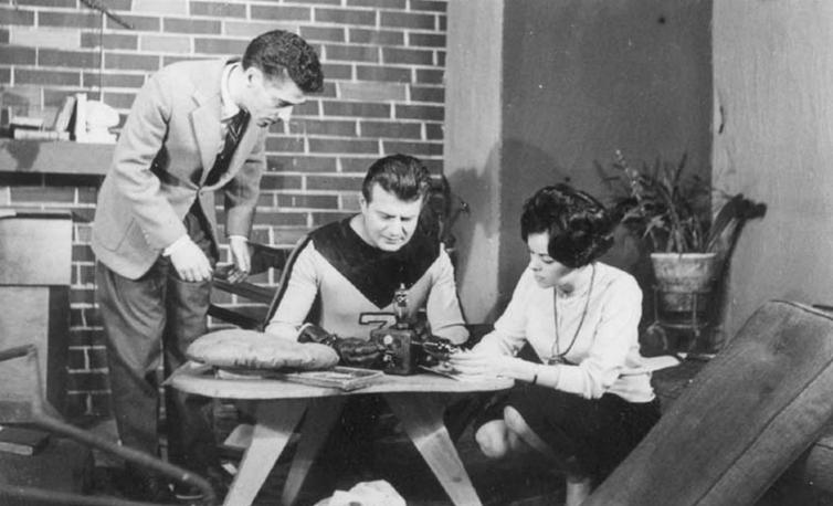Seriado Capitão 7 - TV Record-1956. Na foto Ayres Campos e Idalina de Oliveira (sentados).