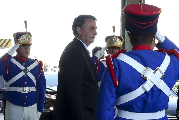 O presidente da República, Jair Bolsonaro, fala à imprensa após almoço no Ministério da Defesa.