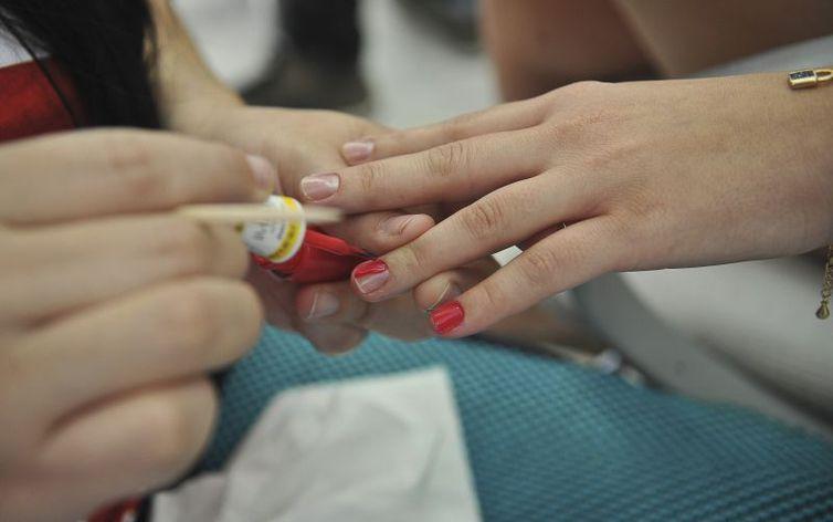 Anvisa fixa regras para regularização de cosméticos