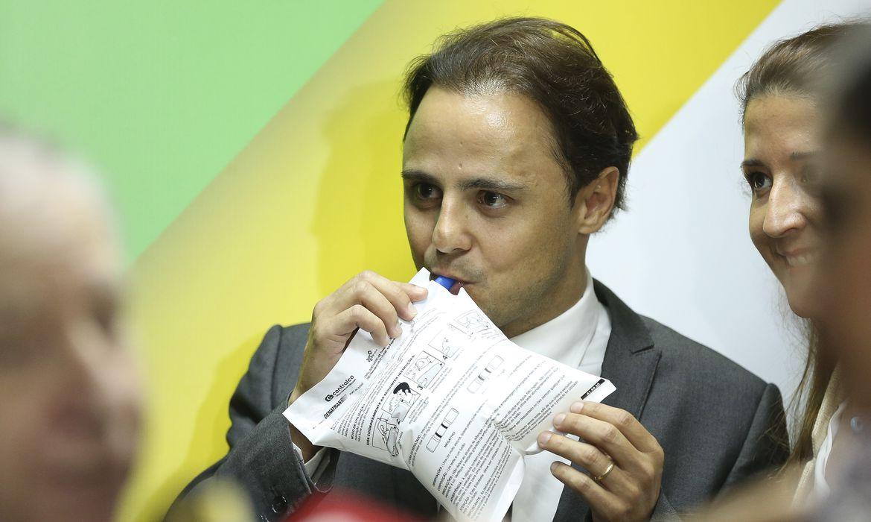 O piloto Felipe Massa, embaixador da FIA para Segurança Viária, durante solenidade de assinatura de acordo com Instituto Tellus para implementar o Pnatrans.