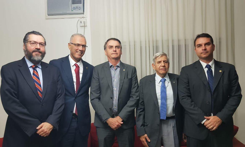 Bolsonaro com embaixador de Israel, Yossi Shelley