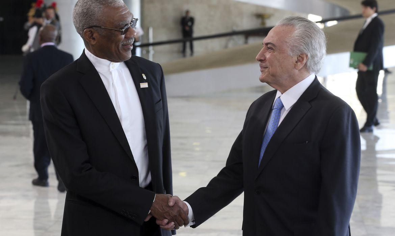Brasília - O presidente Michel Temer recebe o presidente da Guiana, David Arthur Granger, em cerimônia oficial no Palácio do Planalto (Antonio Cruz/Agência Brasil)