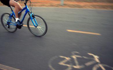faixa de bicicleta, parque da cidade, Brasília, bicicleta