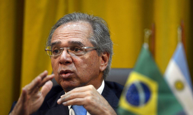 O ministro da Economia do Brasil, Paulo Guedes, concedem entrevista coletiva.