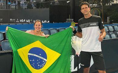 Luisa Stefani e Marcelo Melo largam com vitória no Aberto da Austrália