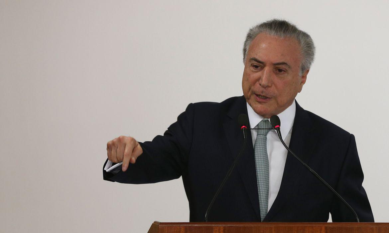 Brasilia - Presidente Michel Temer discursa na solenidade de assinatura de contrato de financiamento com o município do Rio de Janeiro (Valter Campanato/Agência Brasil)