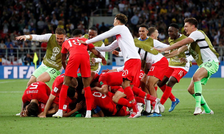 Eric Dier celebra a vitória da Inglaterra contra a Colômbia nos pênaltis