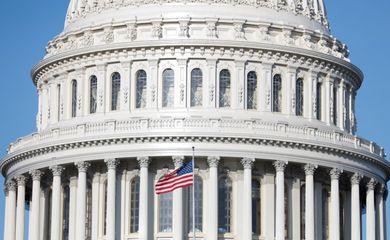.Congresso dos EUA aprova pacote contra coronavírus