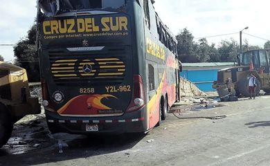 Acidente com ônibus mata 16 pessoas no Peru Reuters/Divulgação