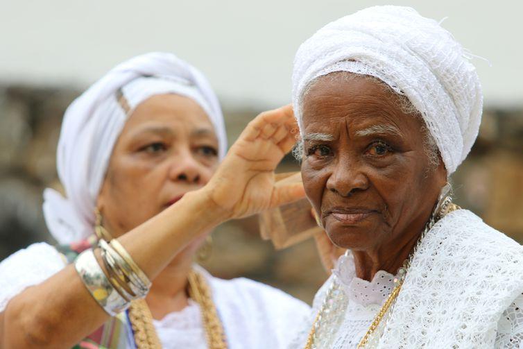 Dona Dalva é da Irmandade de Nossa Senhora da Boa Morte e segue legado recebido de sua avó, africana de origem nagô