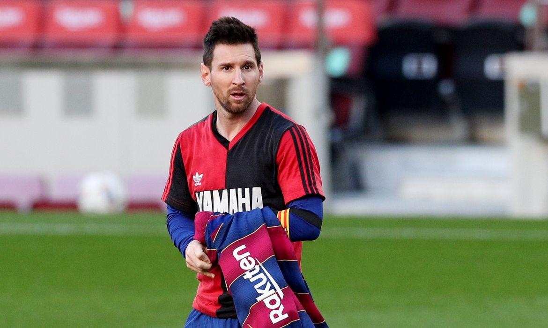 Messi com camisa do  Newell's Old Boys para homenagear Maradona