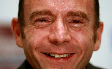 Timothy Ray Brown sorri durante coletiva de imprensa em Washington