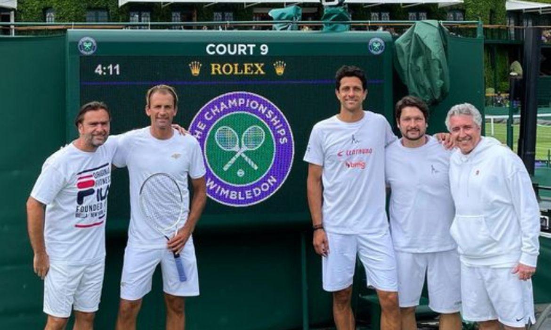 Melo e Kubot em Wimbledon, com equipe de treinos